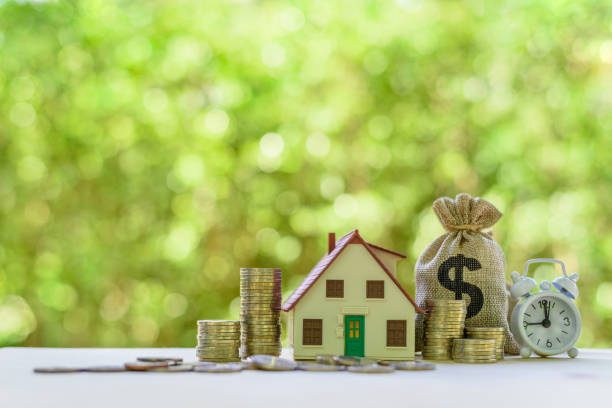 Residential real estate loan, financial concept : House model, coins, US dollar bag, white clock on a table, depicts home loan or borrowing money to buy / purchase a new home for first time homebuyer Residential real estate loan, financial concept : House model, coins, US dollar bag, white clock on a table, depicts home loan or borrowing money to buy / purchase a new home for first time homebuyer borrowing stock pictures, royalty-free photos & images