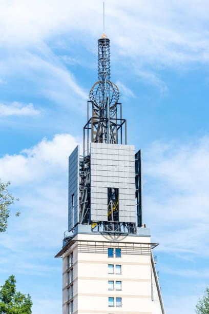 wohnturm der heilig-geist-park residenz - hotel potsdam stock-fotos und bilder