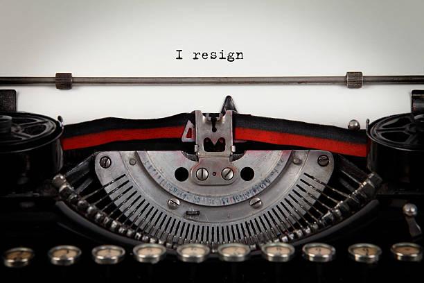 ich zurücktreten schreibmaschine text - ausscheiden stock-fotos und bilder
