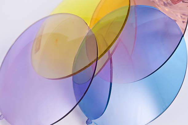 resin-glas für brille - farblinsen stock-fotos und bilder