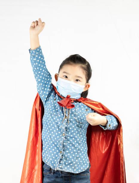 resistens mot virus covid-19 - superwoman barn bildbanksfoton och bilder