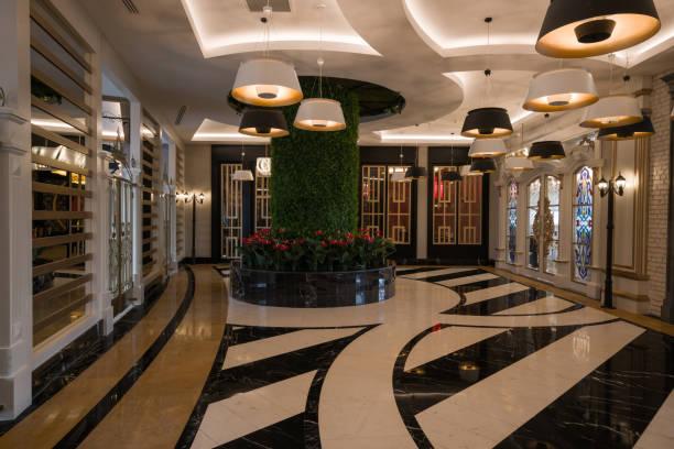 resort hotel eingang halle korridor. - 5 sterne hotel türkei stock-fotos und bilder