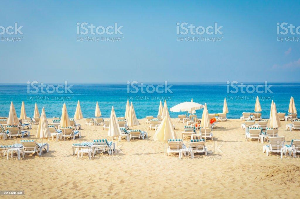 Resort tropikal deniz plaj. Türkiye'de sahilde yaz tatili. Alanya beach stok fotoğrafı