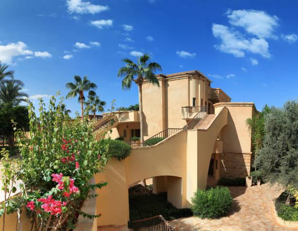 resort villa - pictafolio stock-fotos und bilder