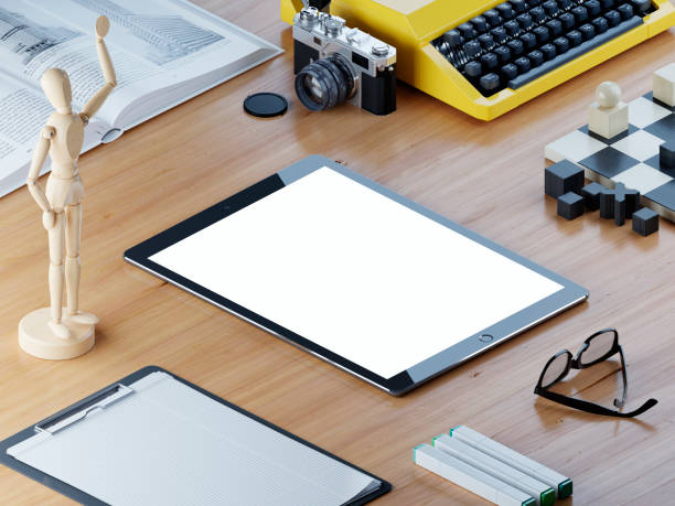 Maqueta sensible tablet de pantalla en el escritorio de oficina isométrico. - foto de stock