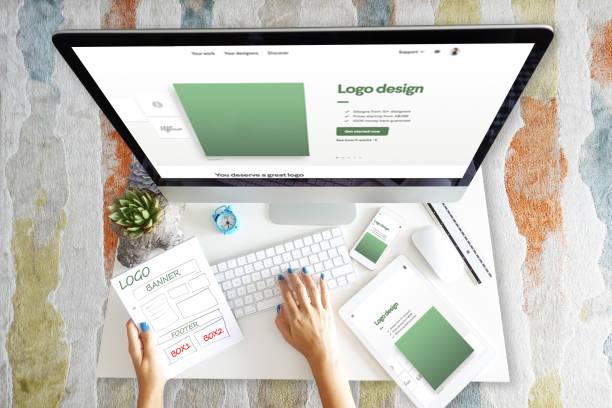 desarrollo de diseño web adaptable con desarrollador web y varios dispositivos - website design fotografías e imágenes de stock