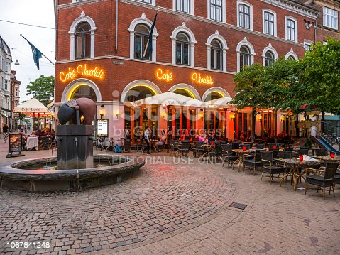 People sitting outside the bar and restaurant 'Vivaldi' in the center of Odense city with heaters to keep warm Cafe Vivaldi has been a popular part of Odense nightlife for decades.