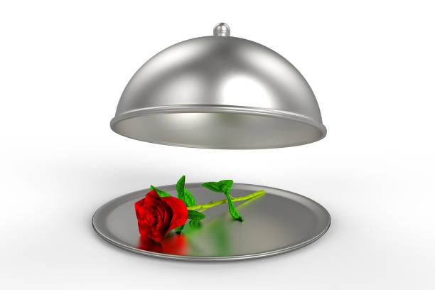 restaurant cloche mit roten rose auf platte - chrome menü stock-fotos und bilder