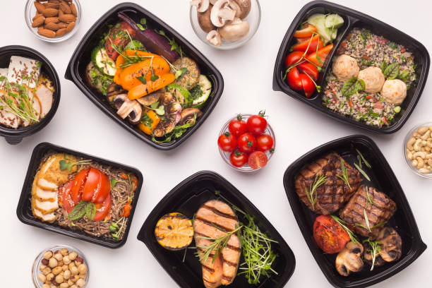 restaurant healthy food delivery in take away boxes - delivery стоковые фото и изображения