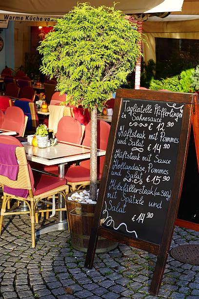 restaurant im stadtzentrum von köln - restaurant köln stock-fotos und bilder