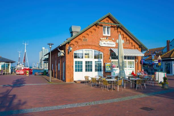 restaurant im hafen von heiligenhafen - nordsee urlaub hotel stock-fotos und bilder