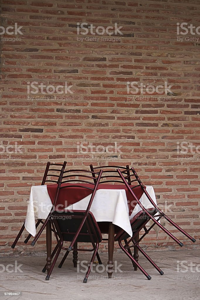 Restaurant table and chairs royalty free stockfoto