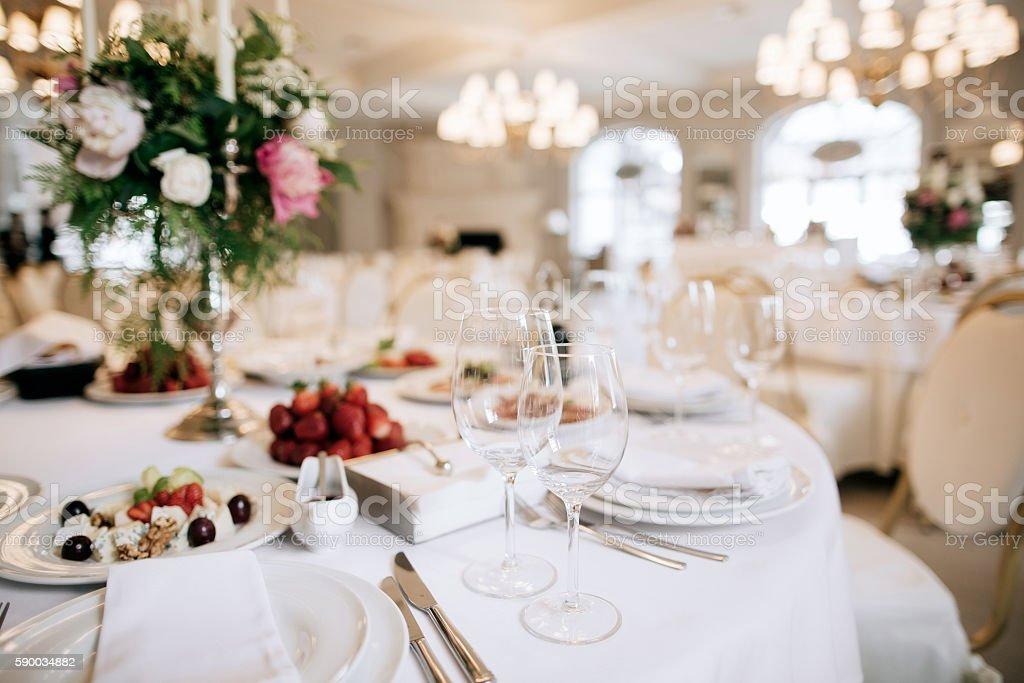 Restauranttisch mit Essen - Lizenzfrei Alkoholisches Getränk Stock-Foto