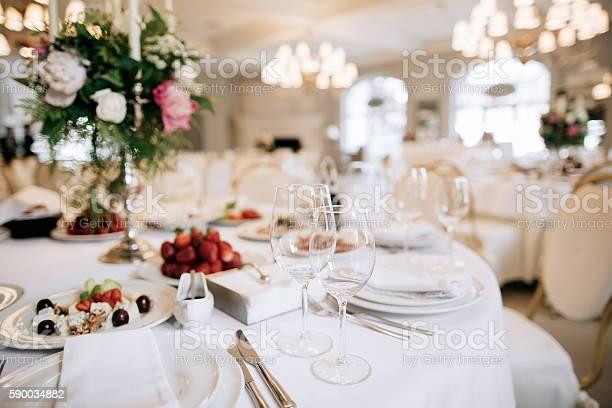 Restauranttisch Mit Essen Stockfoto und mehr Bilder von Alkoholisches Getränk