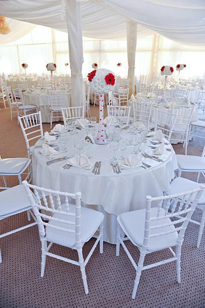 Restaurant Tischen auf weiss für Hochzeitsempfang – Foto