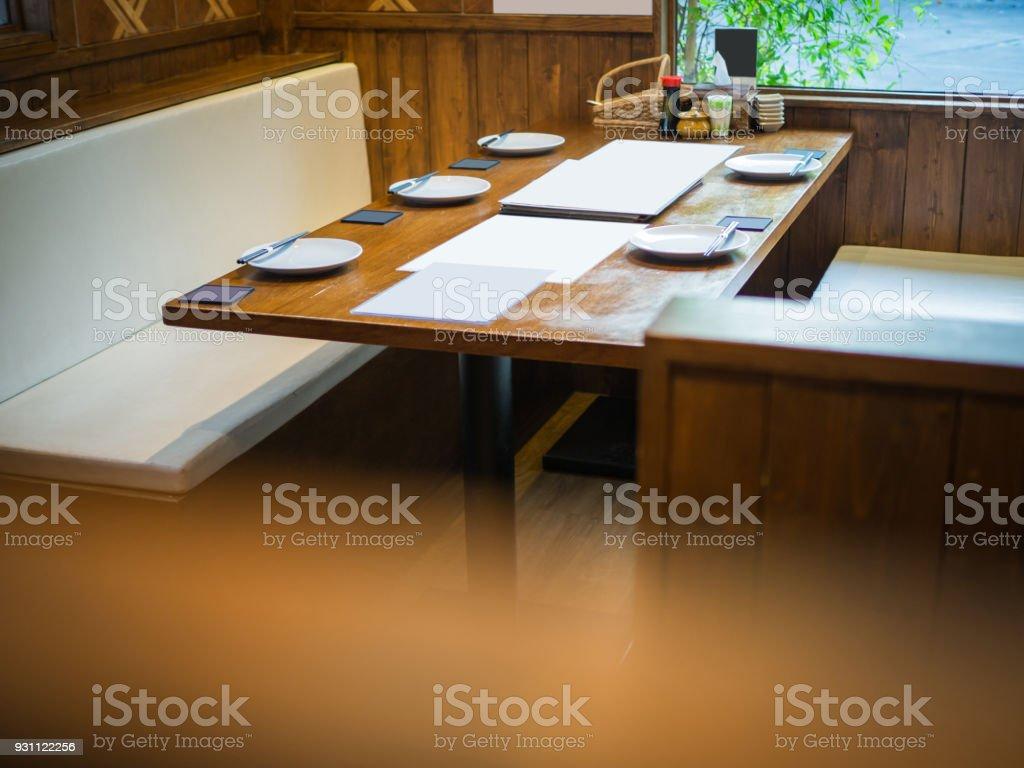Restoran tablolar kurulumları, Asya görünümlü Restoran tablo grup insanlar için - Royalty-free Akşam yemeği Stok görsel