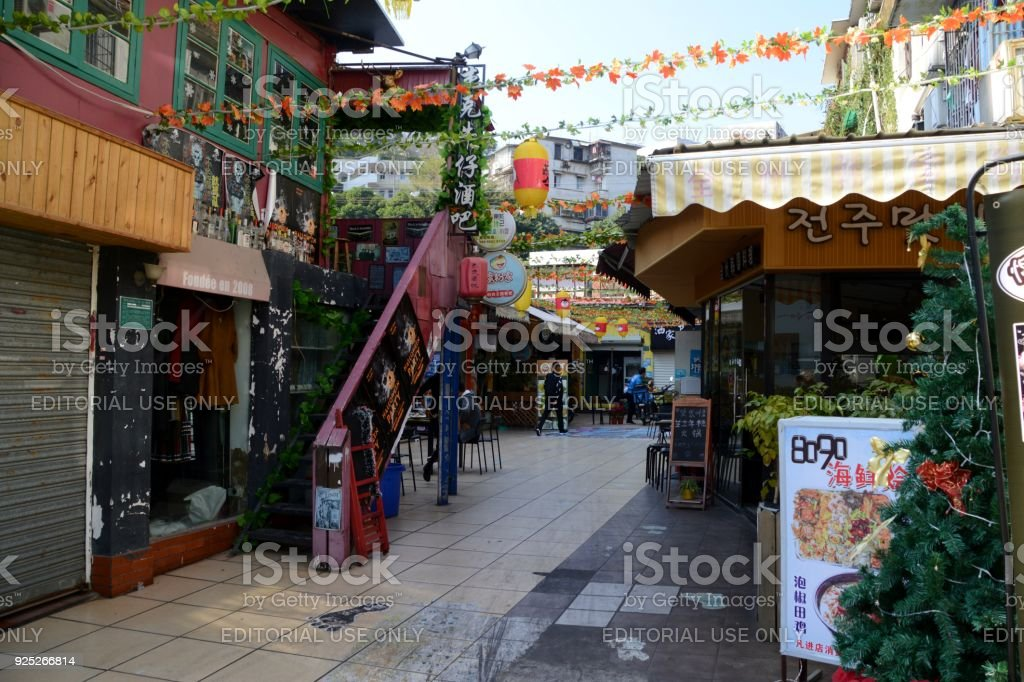 Restaurants and shops in colourful Ding'aozai cat-theme street, Xiamen, China stock photo