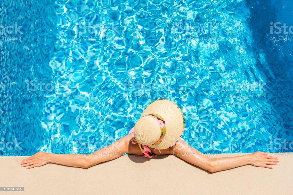 Ausruhen im Pool & heißen Nachmittag – Foto