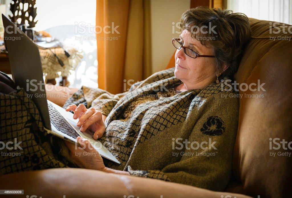 Зрелая баба россия, парень ебет овощи