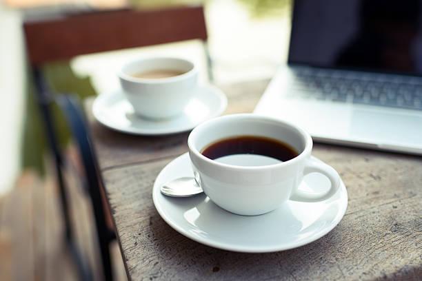 ruhen zeit - grüner tee koffein stock-fotos und bilder