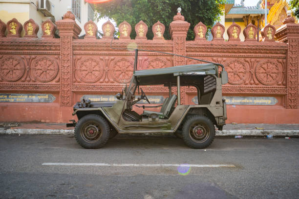 Restored retro jeep Willis during the American Vietnam war on the sand in the desert of Vietnam Restored retro jeep Willis during the American Vietnam war on the sand in the desert of Vietnam. Phnom Penh, Cambodia. 18 January 2019 willys stock pictures, royalty-free photos & images