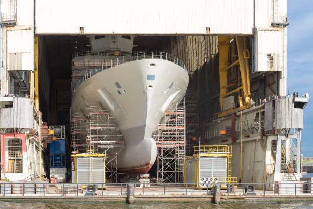 Restauriertes Schiff auf einer Werft – Foto