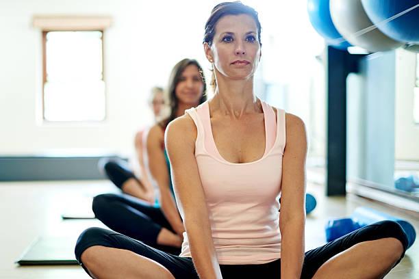 Restablecer la calma y la paz con Pilates - foto de stock