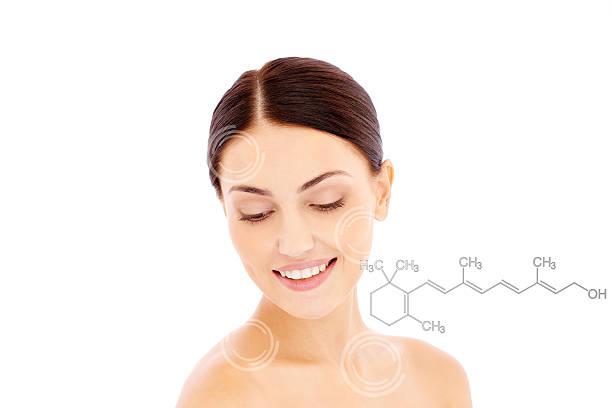 retinol para anti-el envejecimiento - vitamina a fotografías e imágenes de stock