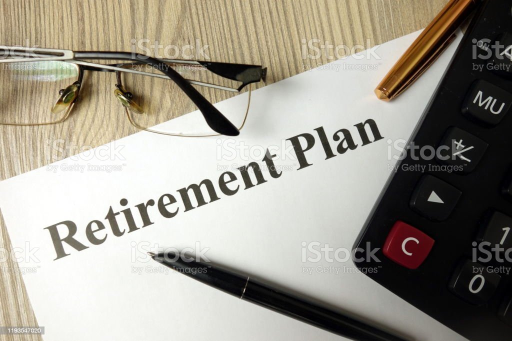Retirement plan with calculator pen and glasses - Royalty-free Analisar Foto de stock