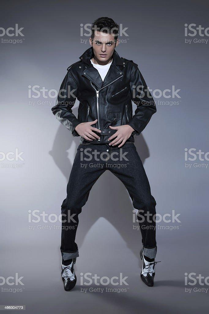 Paio 50 Anni Uomo Indossa Pelle Giacca E Un Jeans Retrò Moda Di 6IfgyvYb7