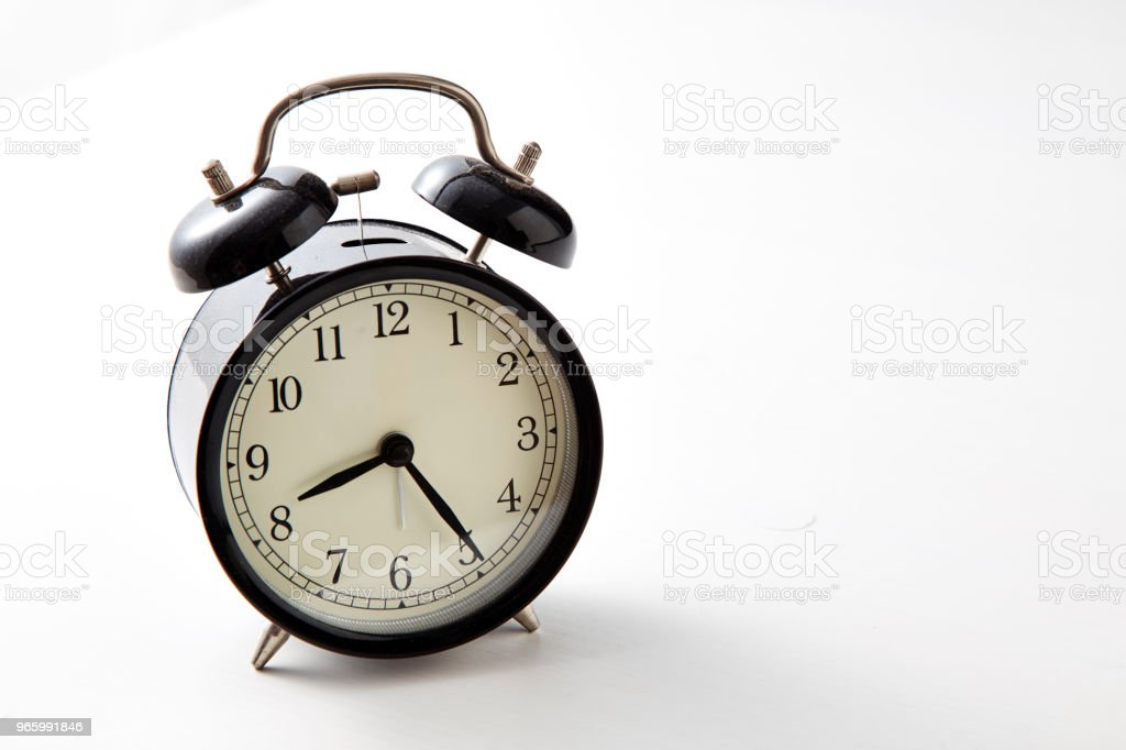 Retro alarm klok op een tafel - Royalty-free Alarm Stockfoto