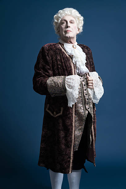 retro baroque man with white wig standing and looking arrogant. - 18e eeuw stockfoto's en -beelden