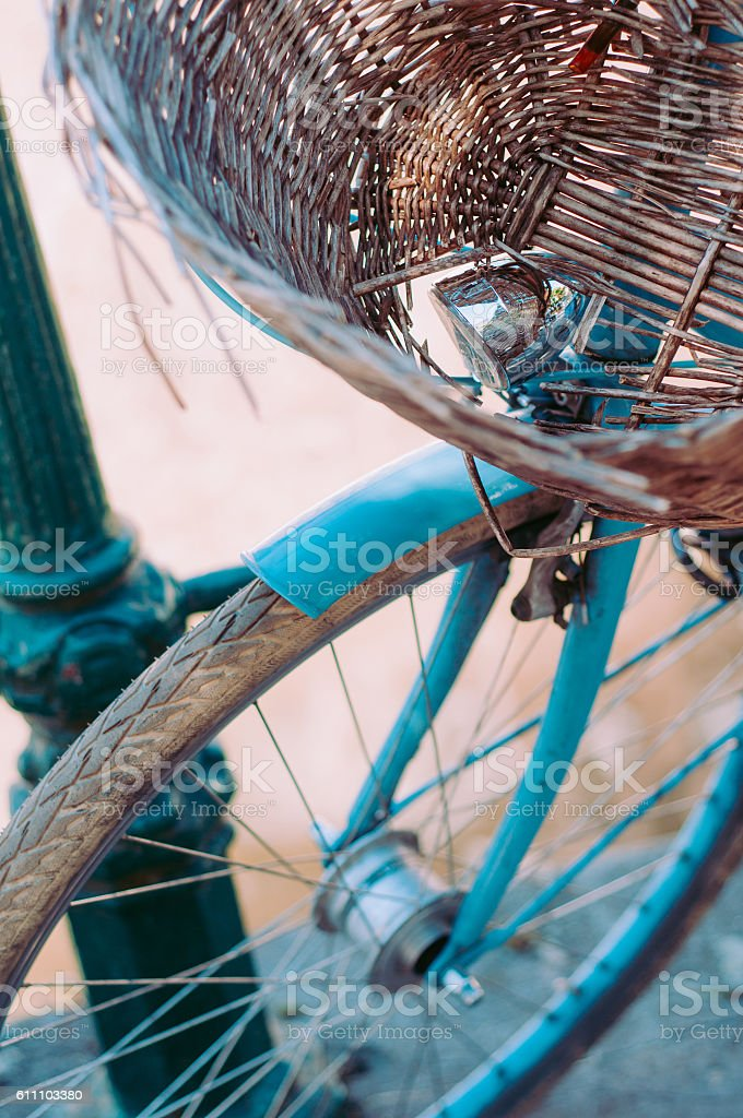 Retro bicycle with wicker brown basket стоковое фото