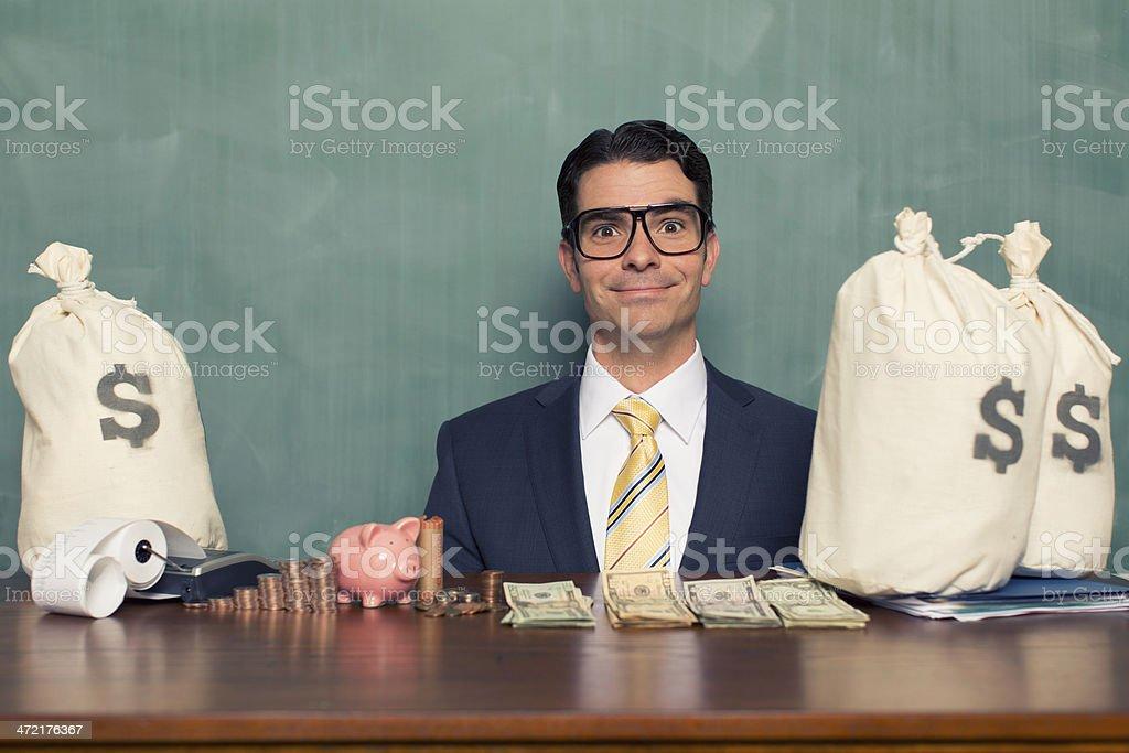 Retro empresário com as pilhas dos EUA.  Dinheiro - foto de acervo