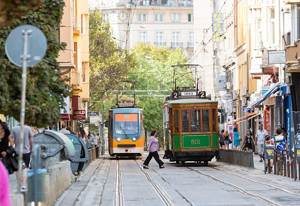 cavo retrò tram auto - linea tranviaria foto e immagini stock