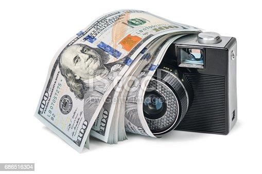 istock Retro camera with dollars 686516304
