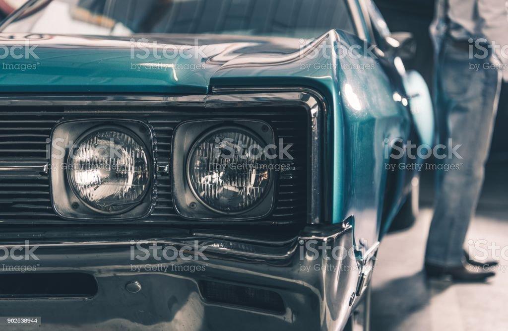 Carro retrô Closeup - Foto de stock de Antigo royalty-free