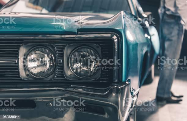 Foto de Carro Retrô Closeup e mais fotos de stock de Antigo