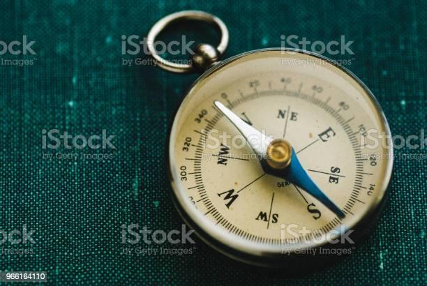 Retro Kompass Med Pil-foton och fler bilder på Arbetsverktyg