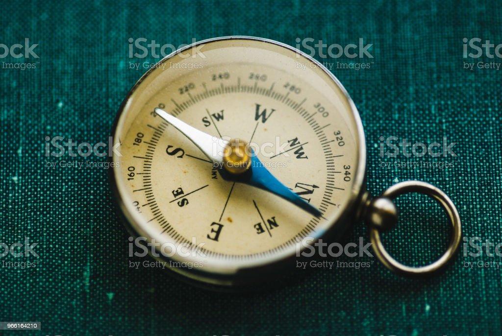 Retro compass with arrow - Стоковые фото Восток роялти-фри