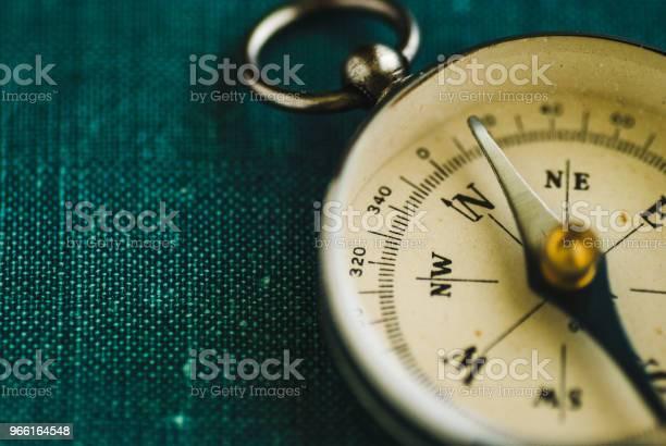 Retrokompass Mit Pfeil Stockfoto und mehr Bilder von Anleitung - Konzepte