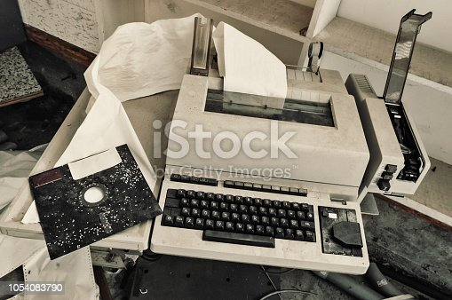 istock Retro Computer 1054083790