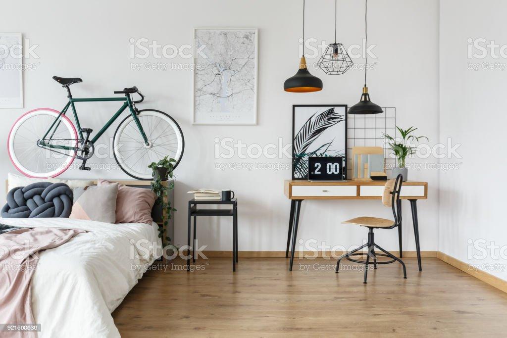 Retro Schreibtisch In Stilvollen Schlafzimmer Stockfoto und ...