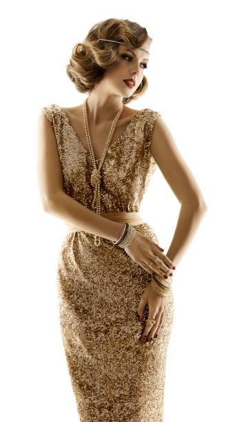 retro-mode modell goldenes kleid, frau im goldenen abendkleid, old fashioned girl white isoliert - 20er jahre stock-fotos und bilder