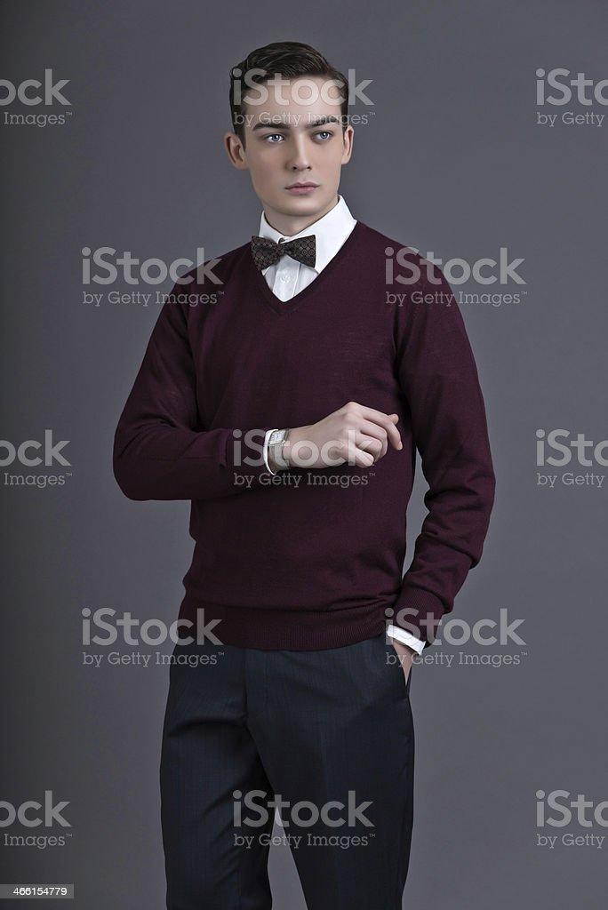 check out a2d6b 384bb Retrò Anni 50 Moda In Stile Inglese Uomo Guardando Il Suo ...
