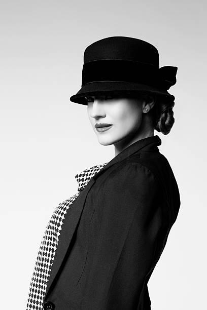 Retro Dziewczyna w kurtce i kapelusz – zdjęcie