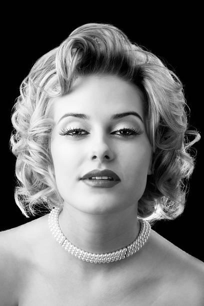 retro-glamour porträt eines jungen schönen blonden frau - promi schmuck stock-fotos und bilder