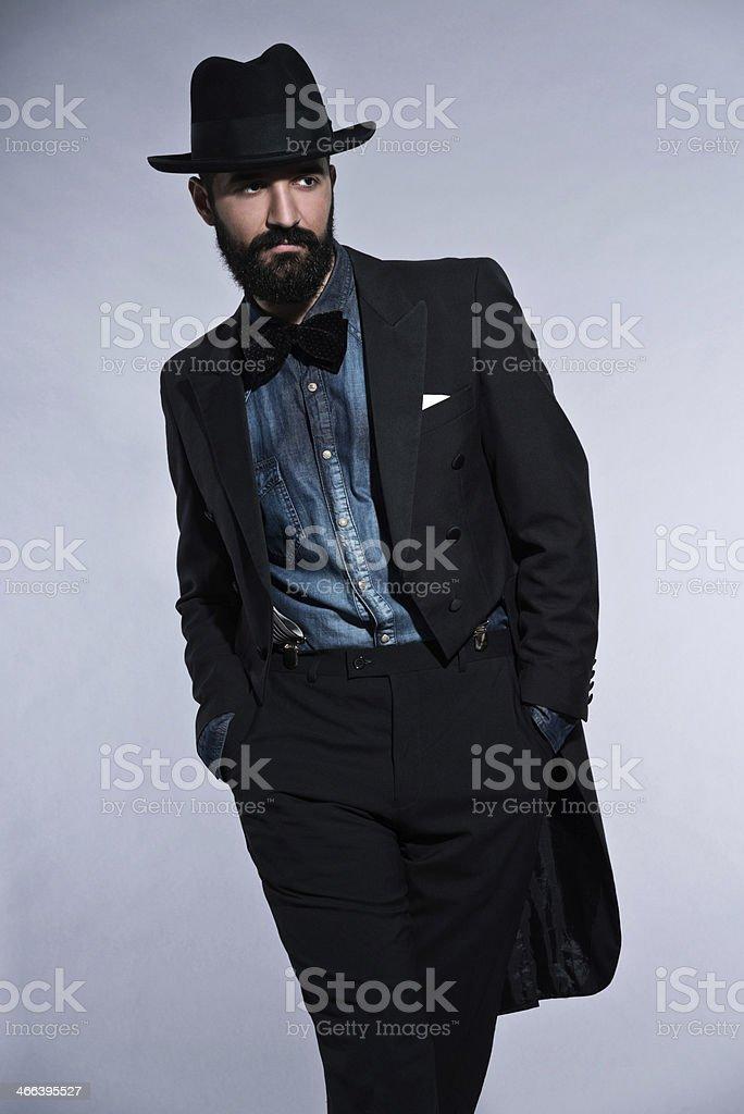 Uomo Di Moda Retrò Hipster 1900 Con Barba Abito Nero - Fotografie ... 9573b93339b0