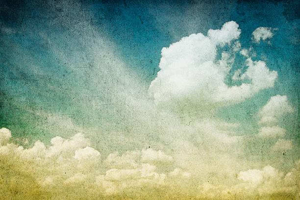 retro bild von einem wolkigen himmel - scyther5 stock-fotos und bilder