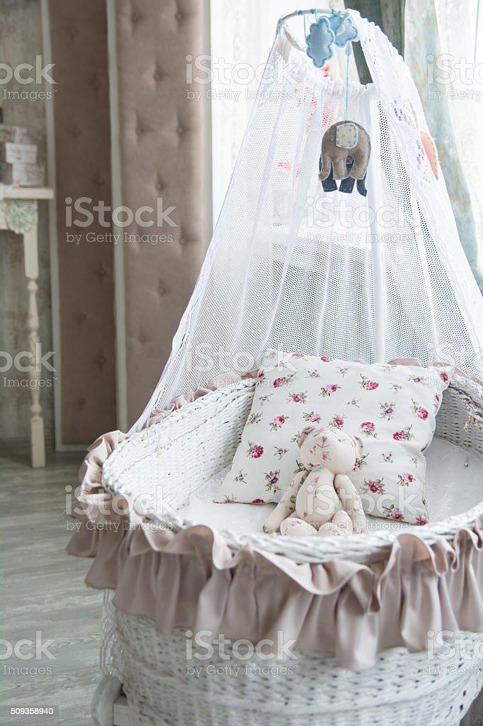Retro Wnętrze Dzieci Sypialnia Z Wiklina łóżeczko Dla